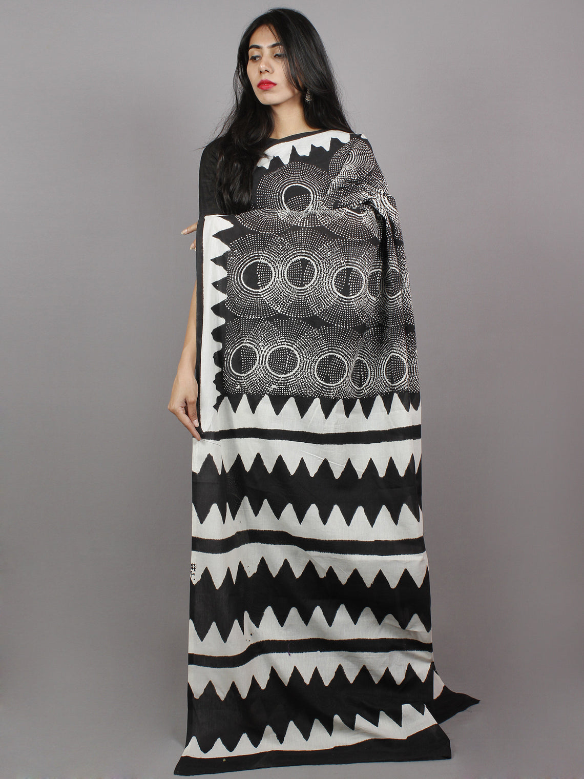 Black White Grey Hand Block Printed Cotton Mul Saree - S031701343