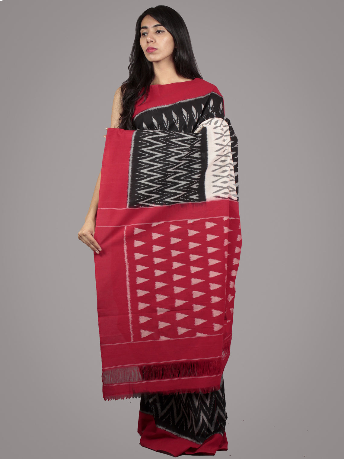 Black Ivory Red Grey Ikat Handwoven Pochampally Mercerized Cotton Saree - S031701582
