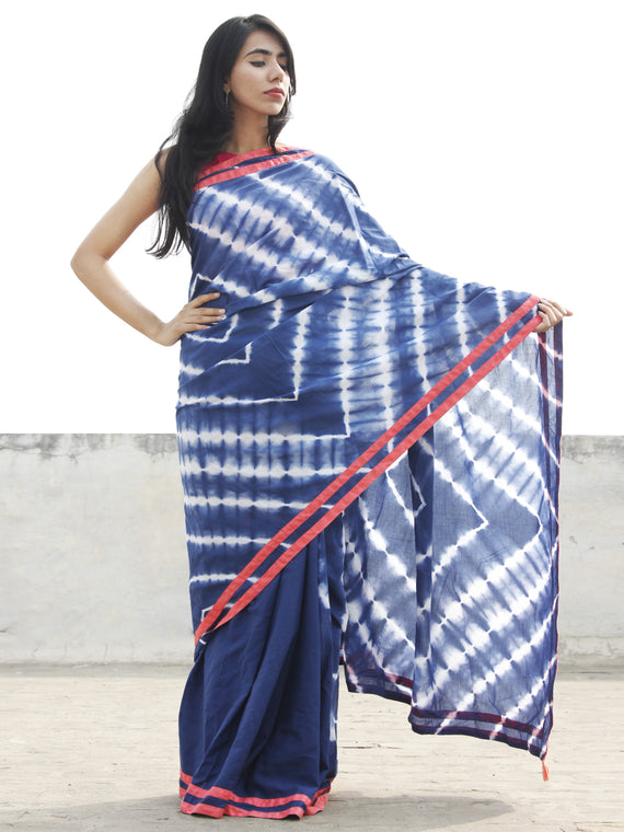 Indigo White Hand Shibori Dyed Saree With Peach Border & Tassels - S031702562