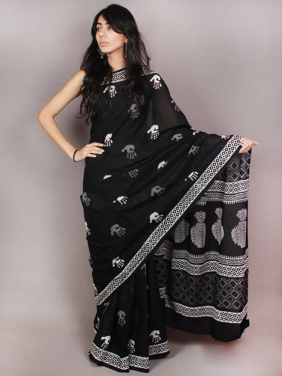 Black White Hand Block Printed in Natural Colors Cotton Mul Saree - S03170793