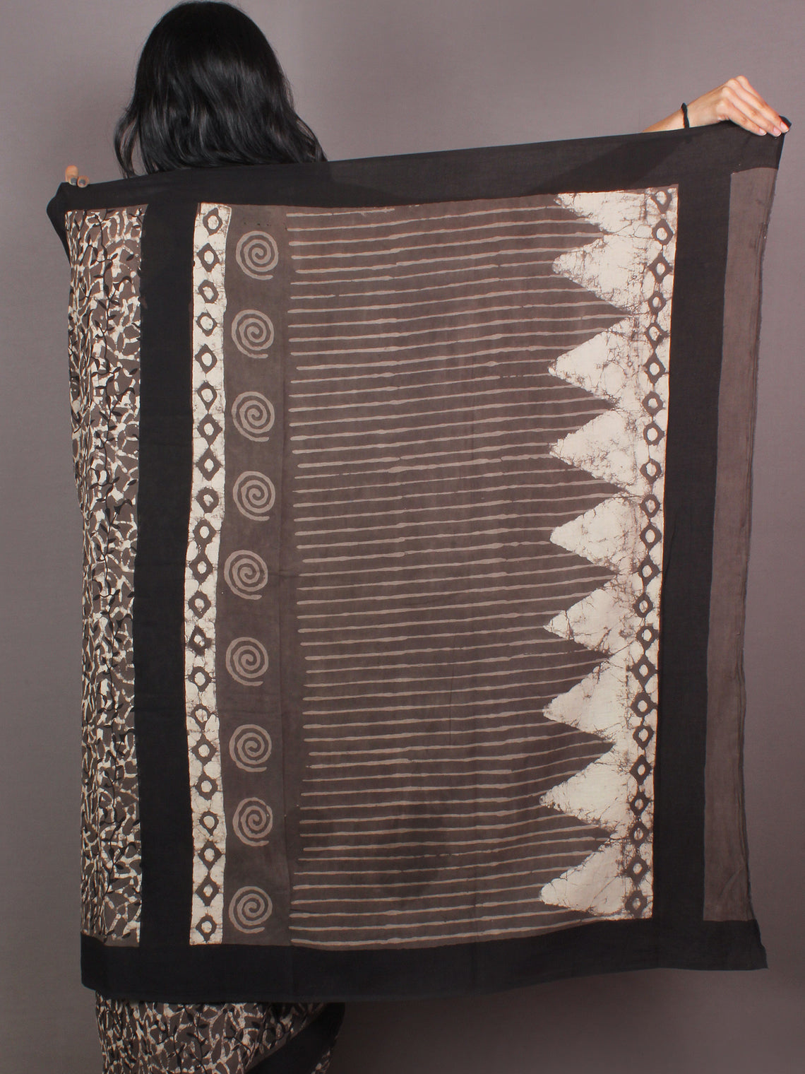 Brown Ivory White Bagru Dabu Hand Block Printed in Cotton Mul Saree - S03170879