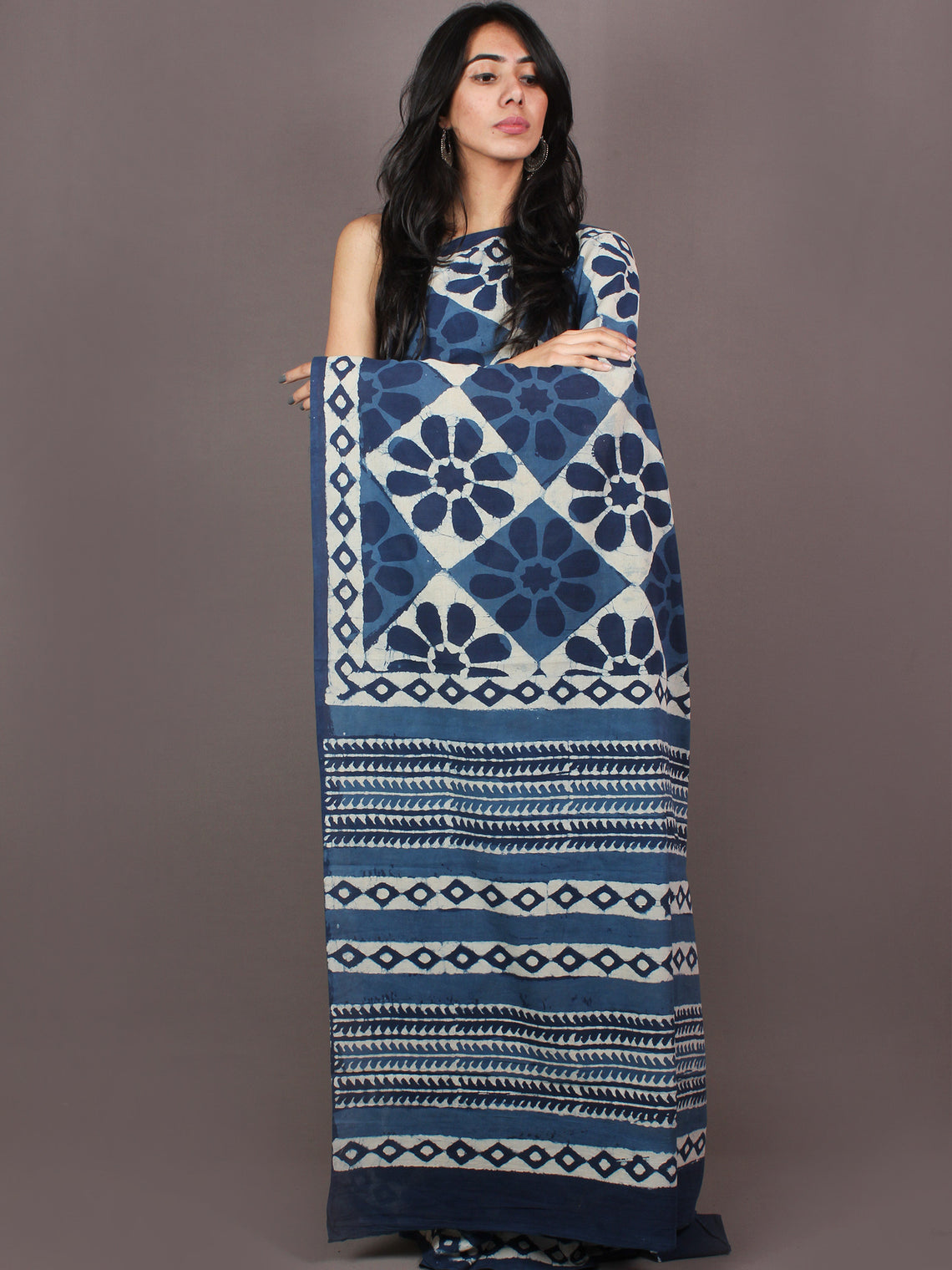Indigo White Bagru Dabu Hand Block Printed in Cotton Mul Saree - S03170882