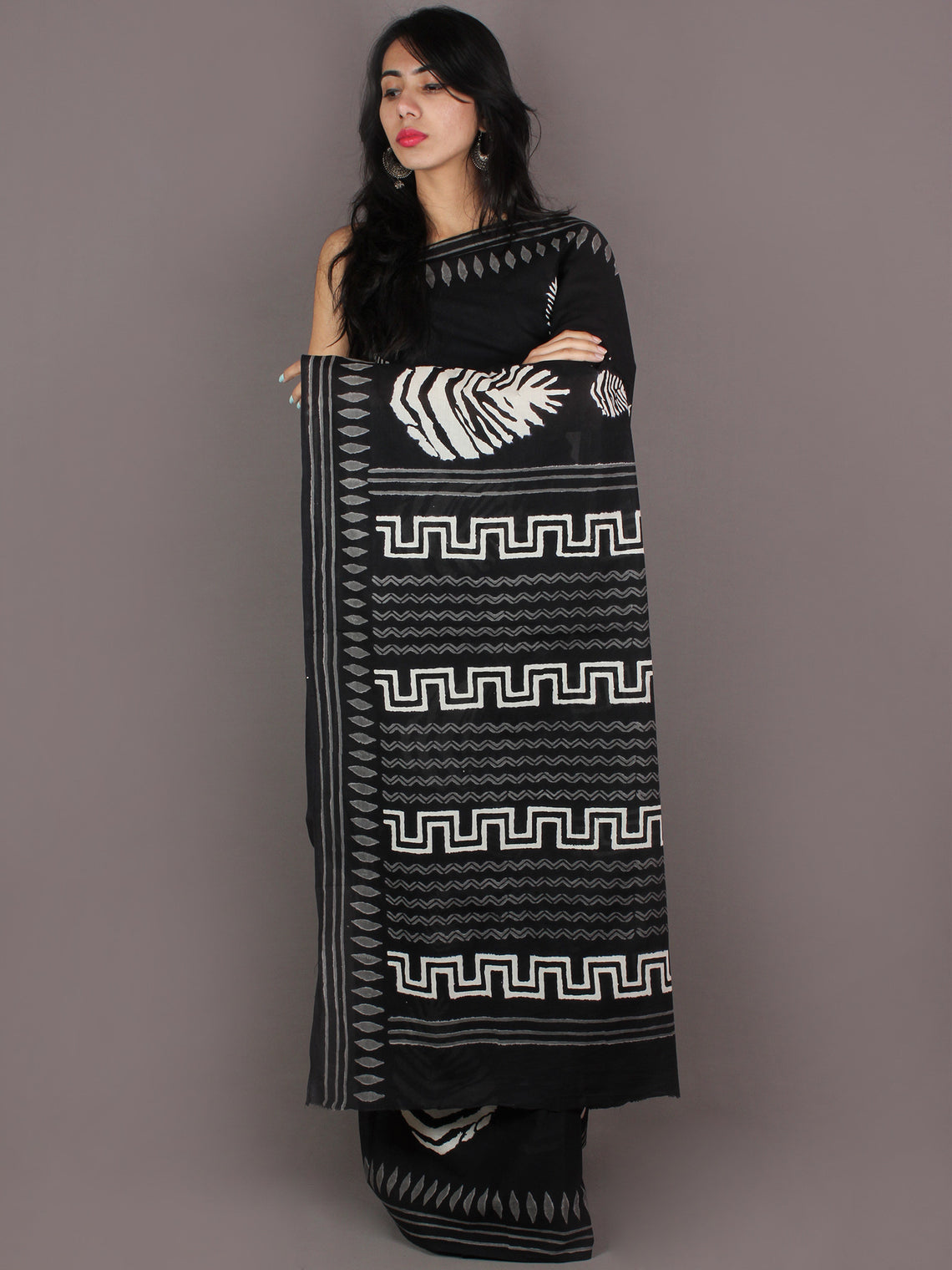 Black White Grey Hand Block Printed in Natural Colors Cotton Mul Saree - S03170933