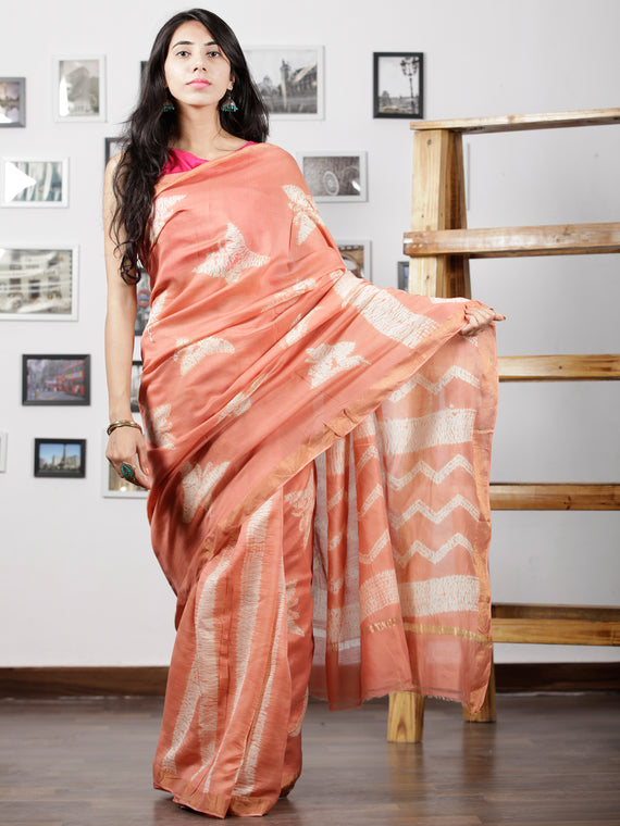Peach White Chanderi Silk Hand Shibori Dyed Saree With Geecha Border - S031702940