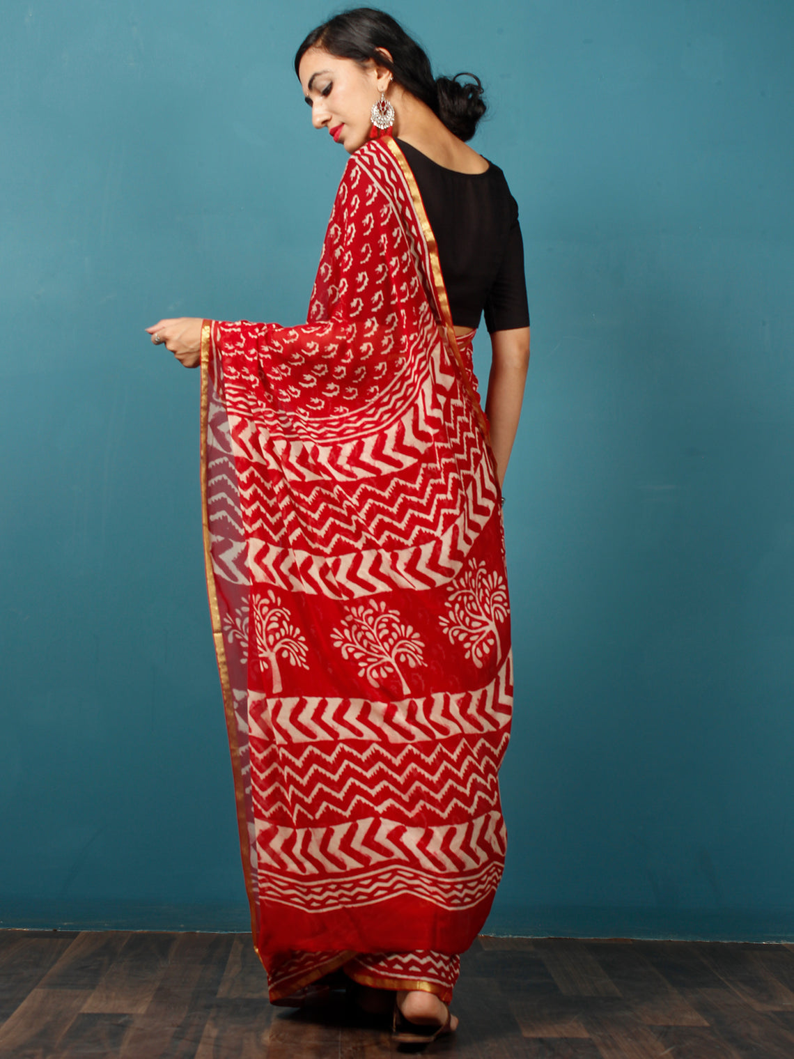 Red White Hand Block Printed Chiffon Saree with Zari Border - S031702788