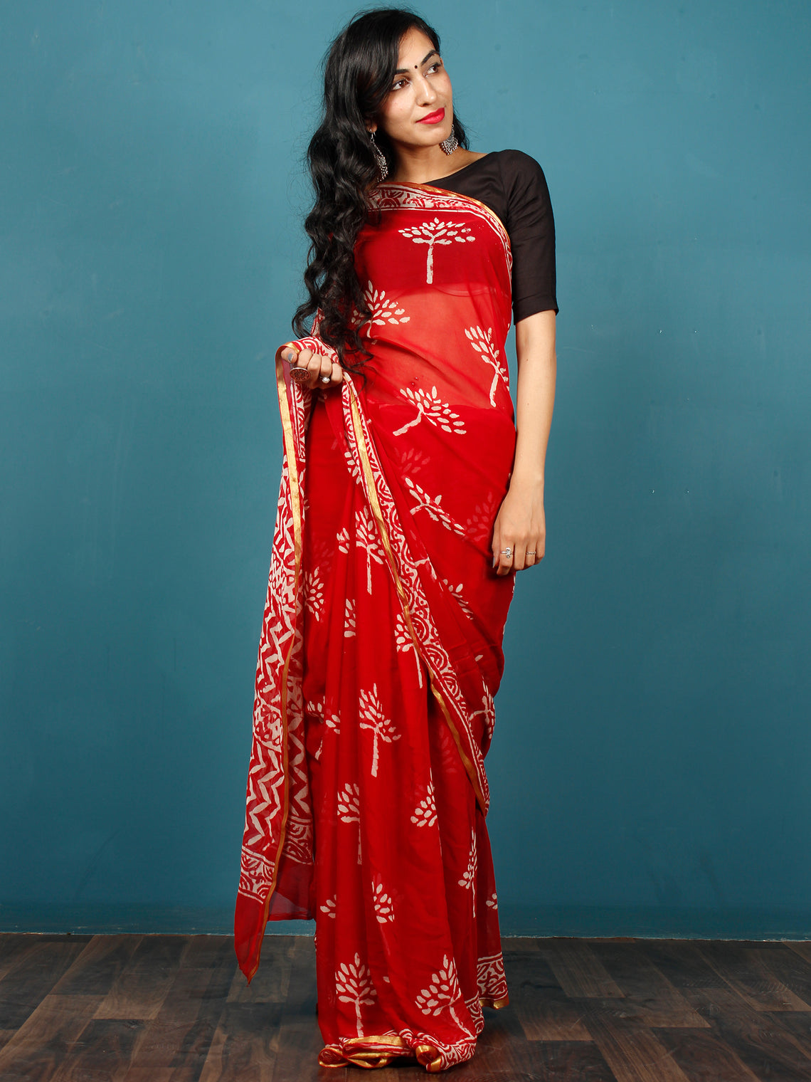 Red White Hand Block Printed Chiffon Saree with Zari Border - S031702791