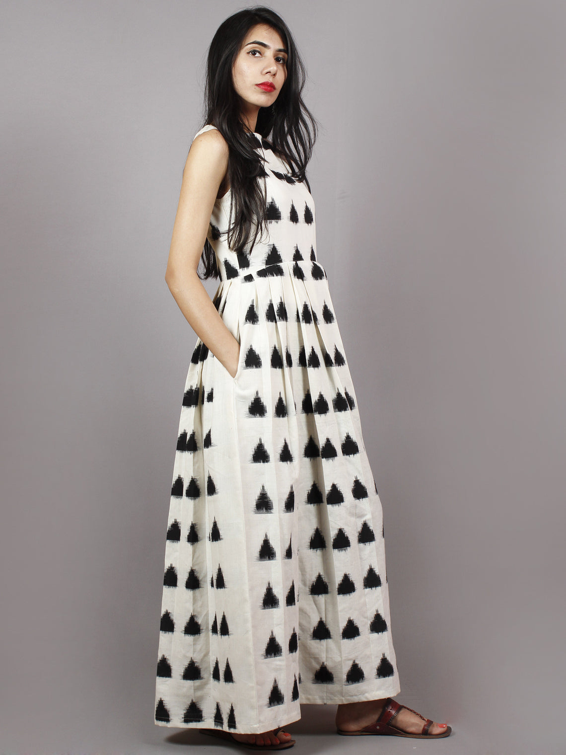 Ivory Black Long Sleeveless Handwoven Double Ikat Dress With Knife Pleats & Side Pockets - D3265503
