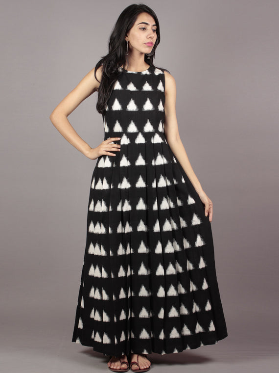Black Ivory Long Sleeveless Handwoven Double Ikat Dress With Knife Pleats & Side Pockets - D32F828