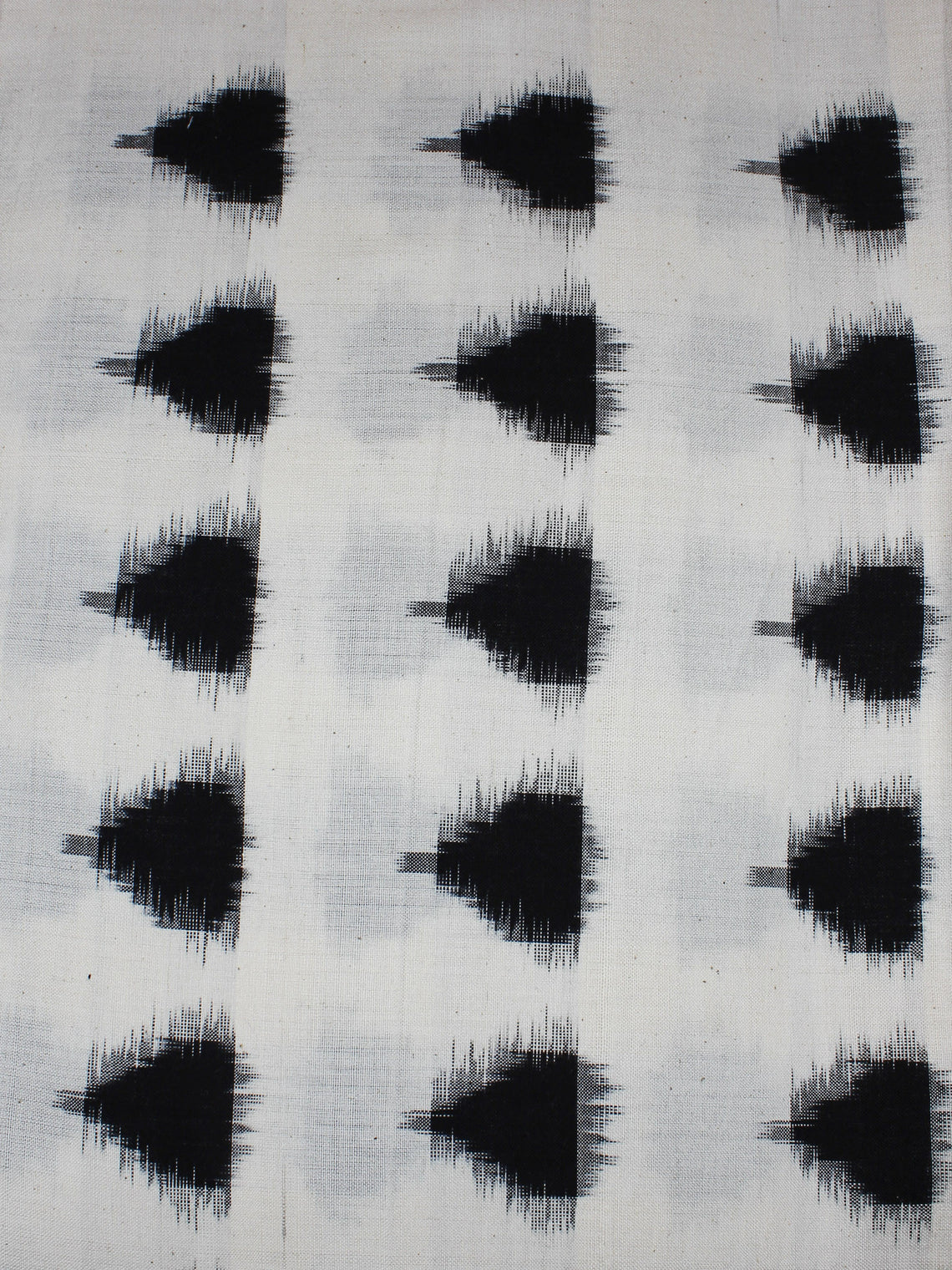 White Black Pochampally Hand Weaved Double Ikat Traingular Fabric Per Meter - F0916655
