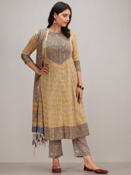 Jashn Ainy - Set of Anarkali Kurta Pants & Dupatta - KS78CXXXD