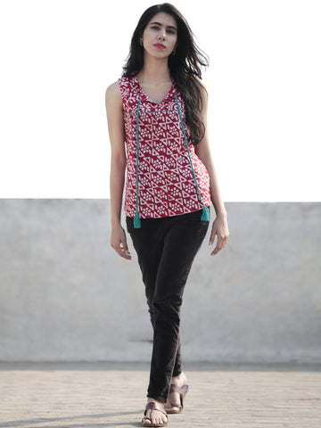 Red White Hand Block Printed Cotton Sleeveless Top With Tassel - T33F312