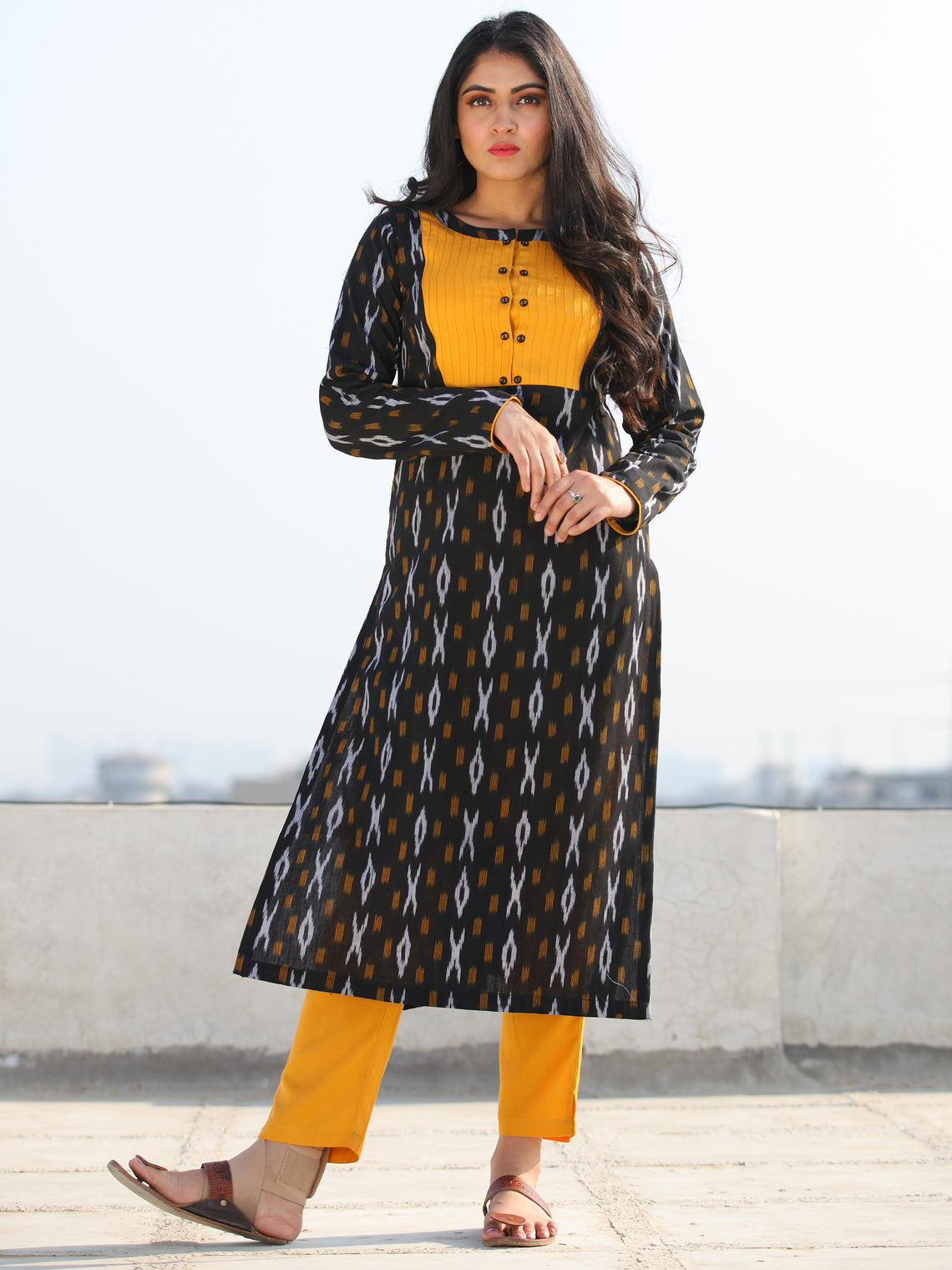 Tagai Aayna- Set of Ikat Kurta & Pants  - KS43B813