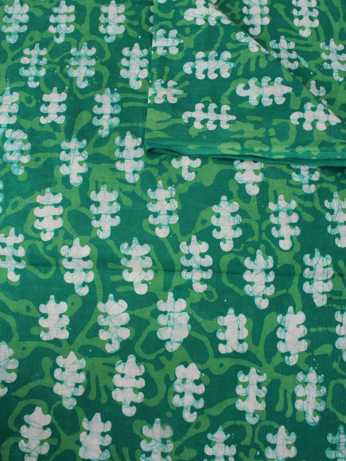 Green White Hand Block Printed Cotton Fabric Per Meter - F0916320