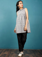 White Black  Hand Woven Ikat Cotton Tunic With Collar   - Tun06F1465