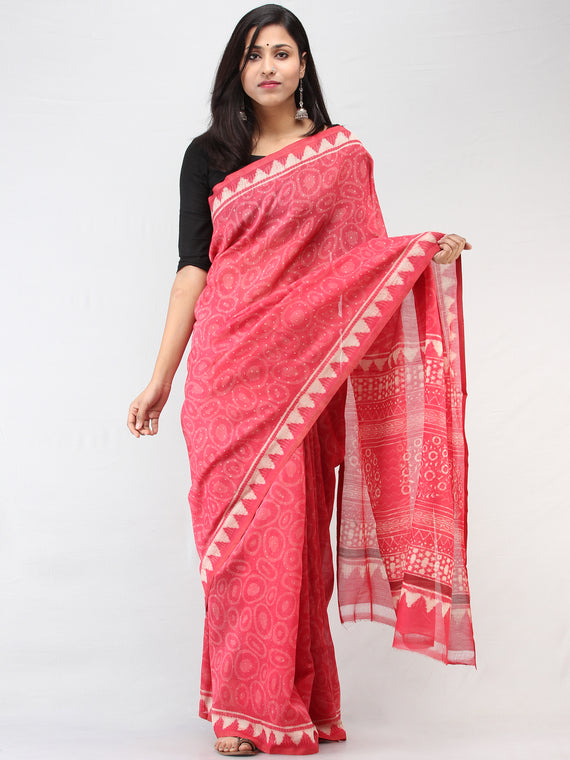 Pink White Hand Block Printed Maheshwari Silk Saree With Zari Border - S031704463