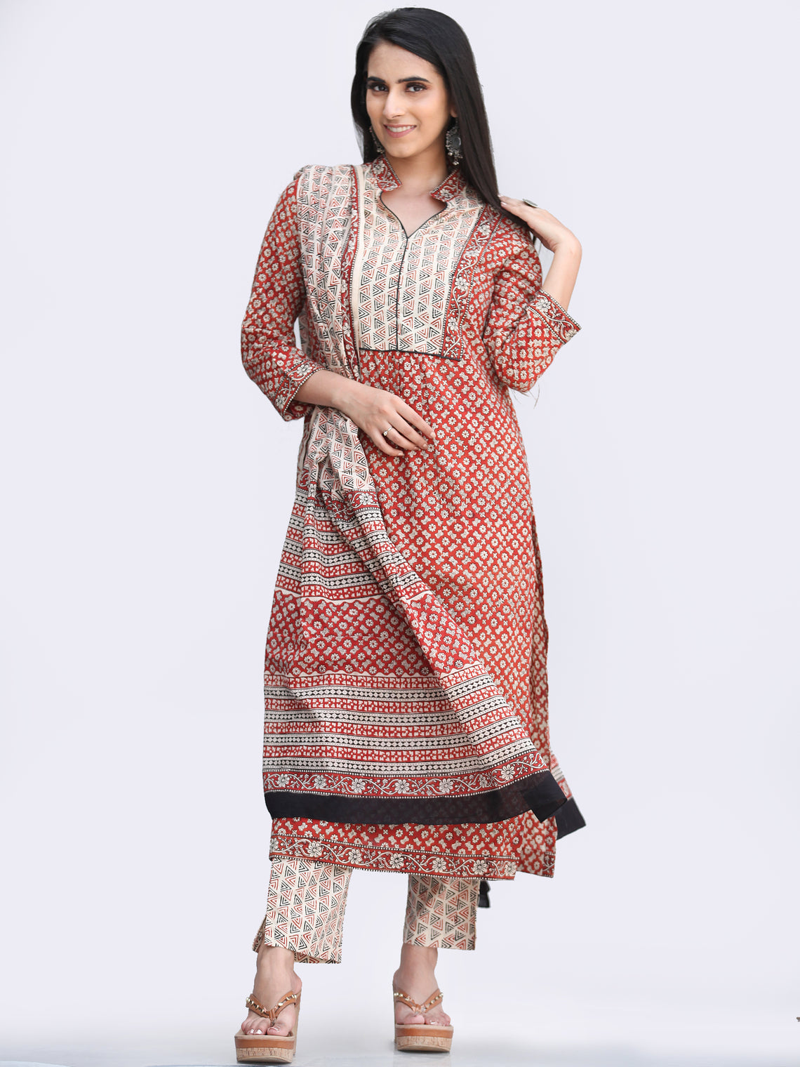 Bahaar Jumaina - Set of Kurta Pants & Dupatta - KS145A2442D