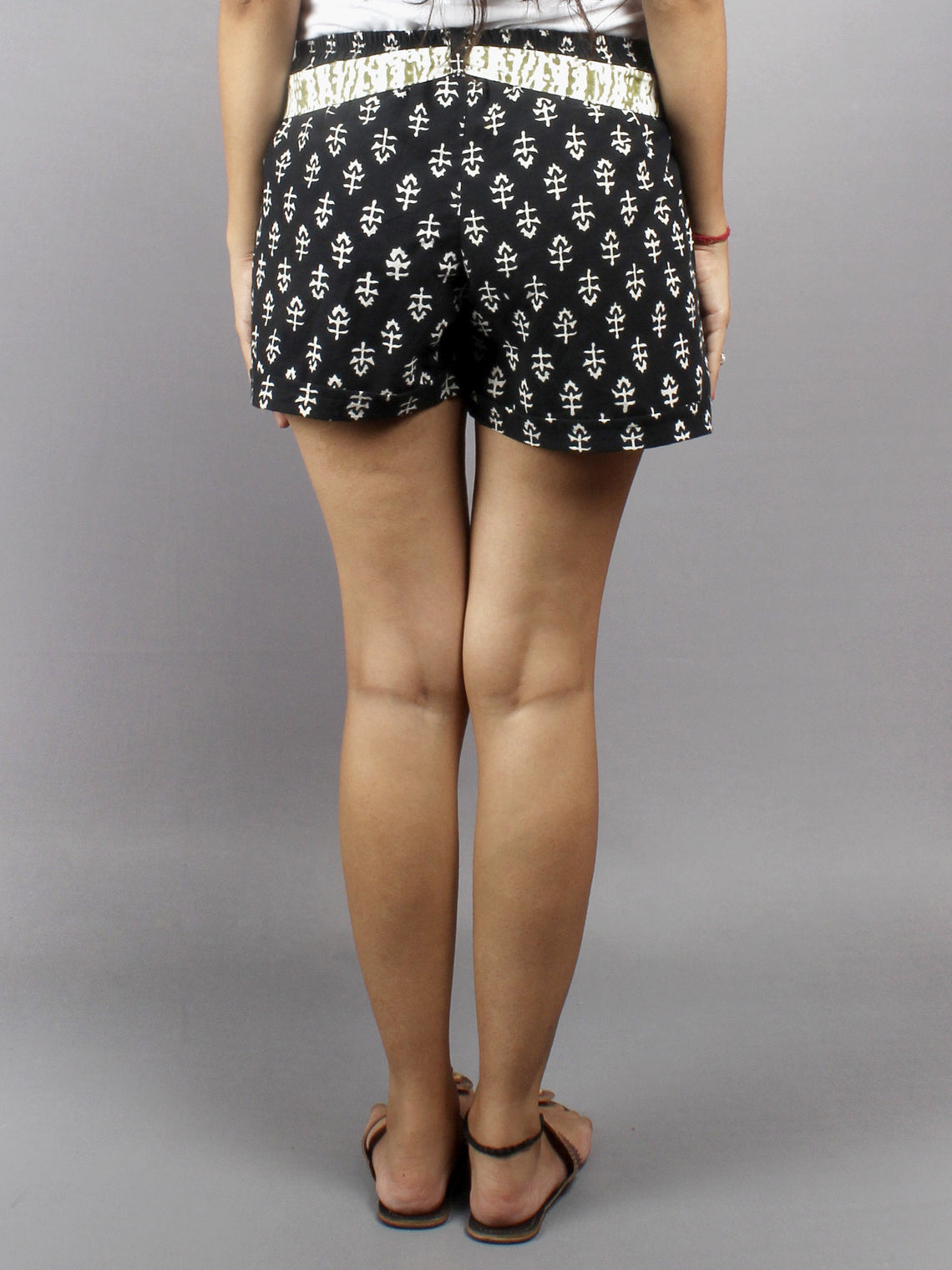Black Hand Block Printed Shorts With Belt -S5296018