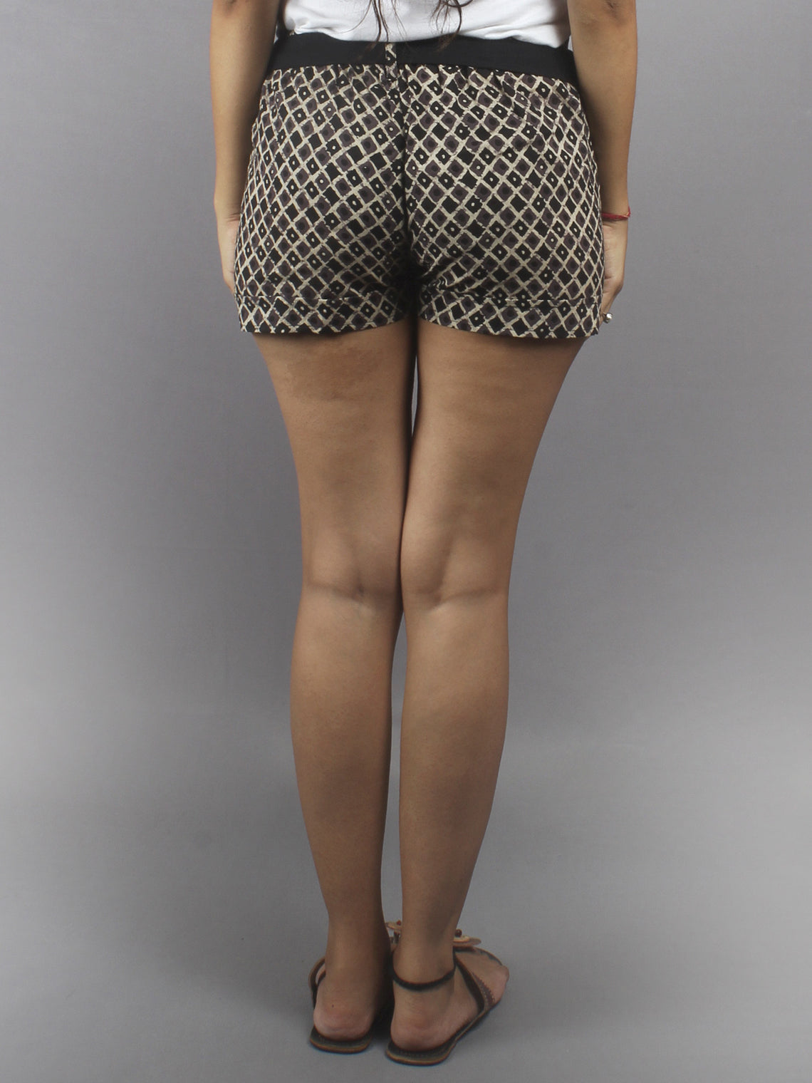Beige Hand Block Printed Shorts With Belt -S5296031
