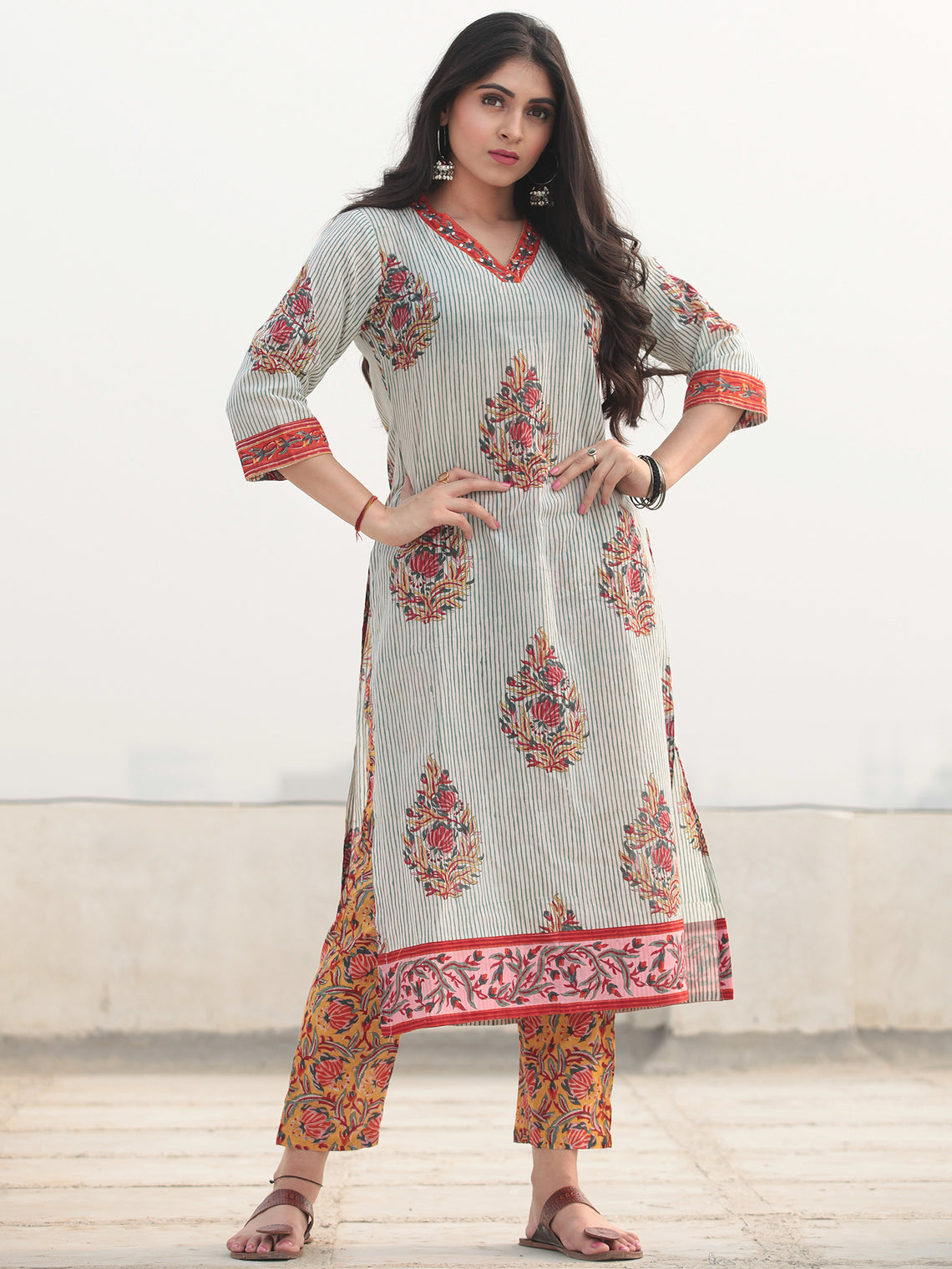 Jashn Nazira - Set of Kurta Pants & Dupatta - KS54D2359D