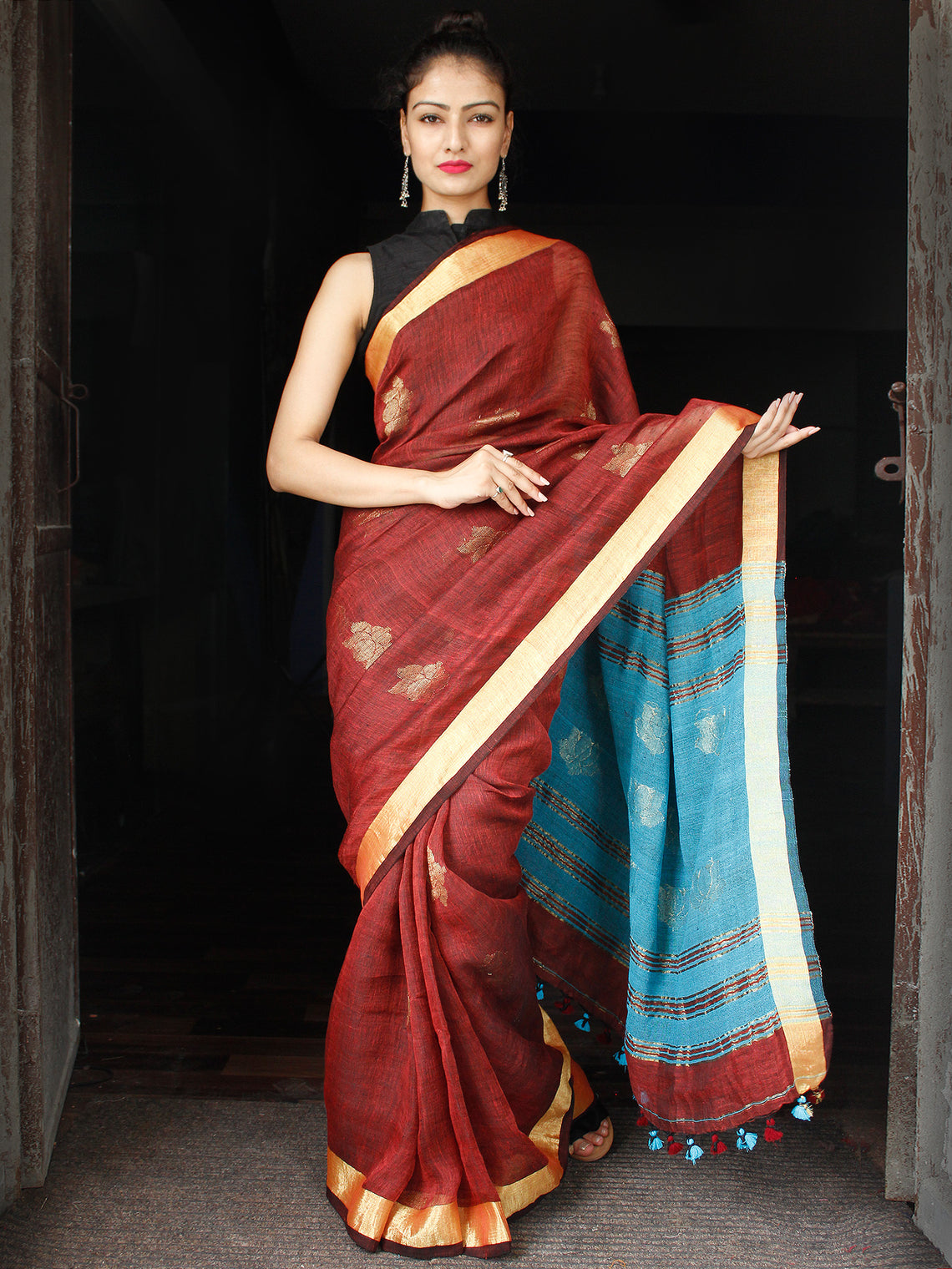 Reddish Brown Blue Golden Handwoven Linen Jamdani Saree With Zari Pallu - S031703575