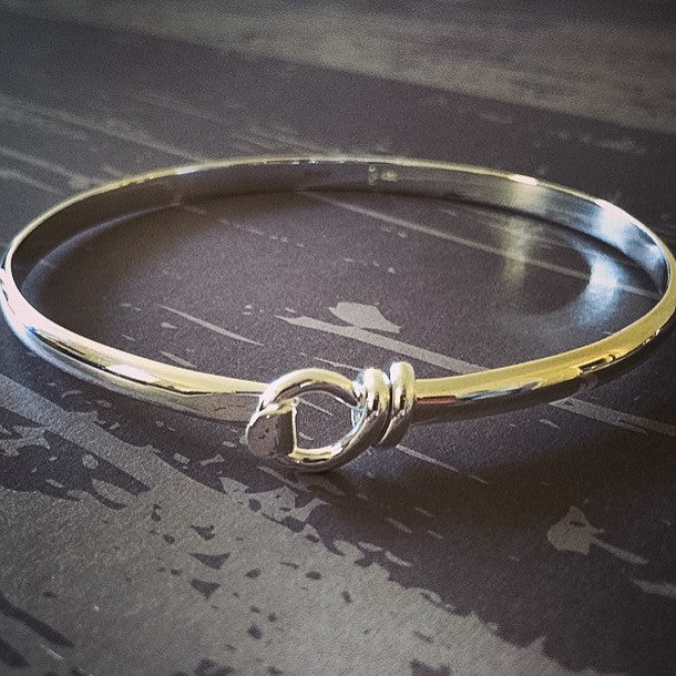 Ribbon Twist Bangle - SBGL100