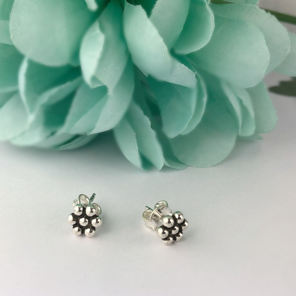 Dotty Flower Studs - SE4493