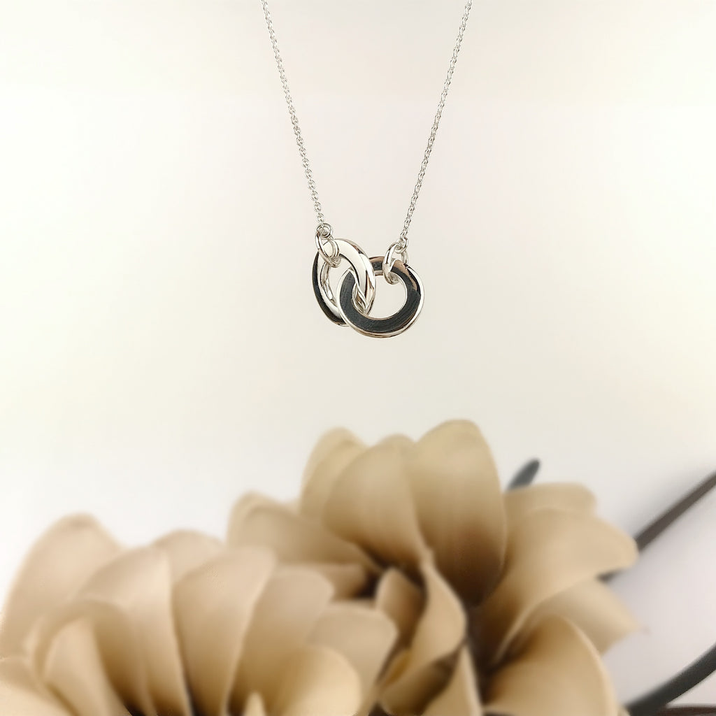 Interlocking Rings Necklace - SCHN813