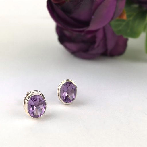 Lavender Love Studs - VE111