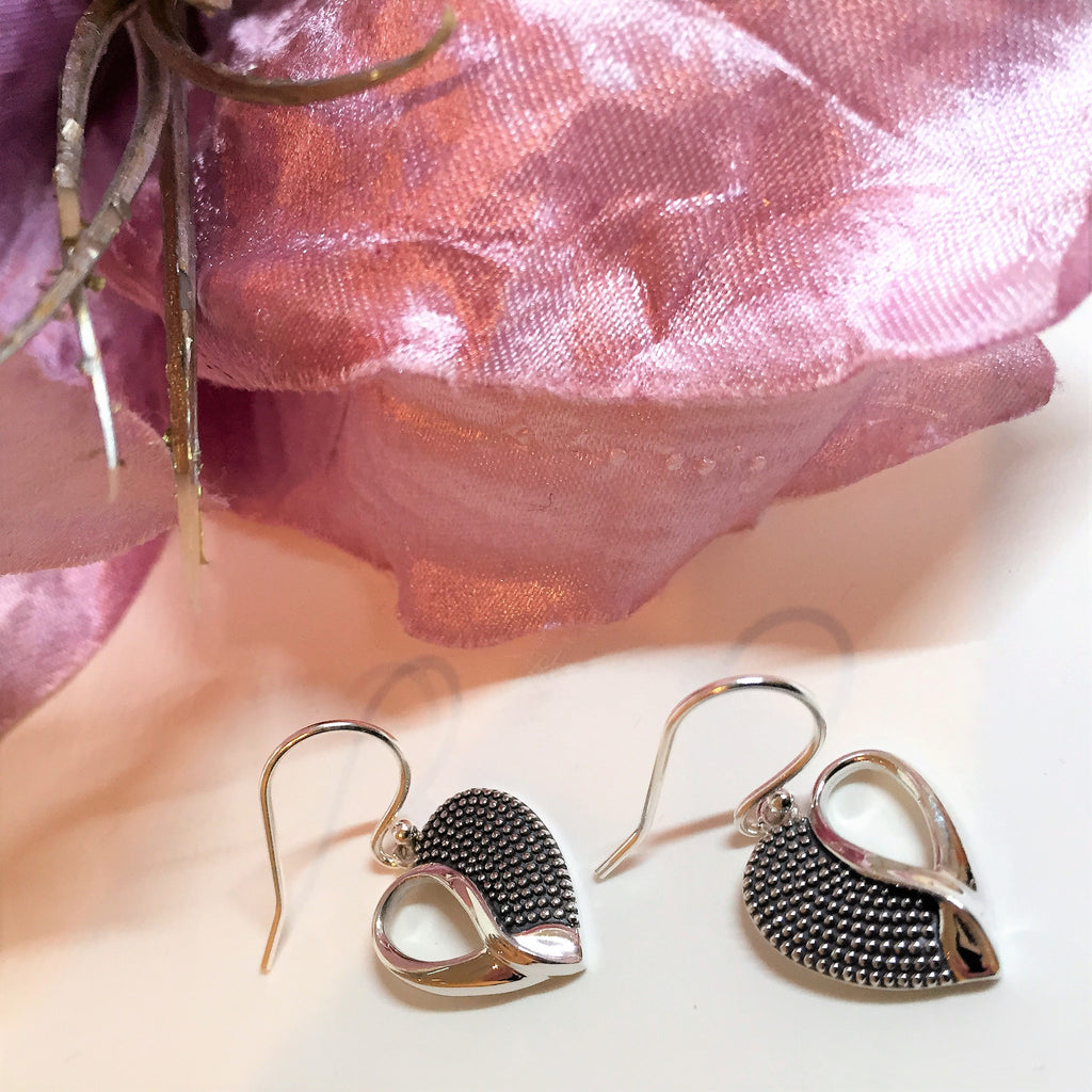 Tactile Heart Earrings - SE3915