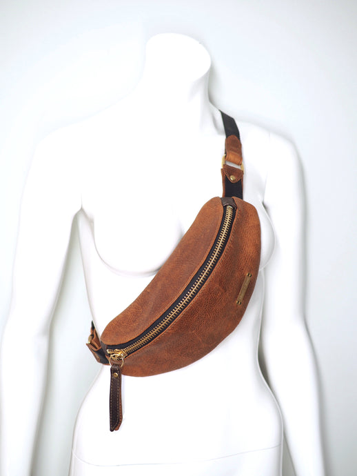 FANNY PACK | POCHÉT PEBBLED BROWN PULLUP