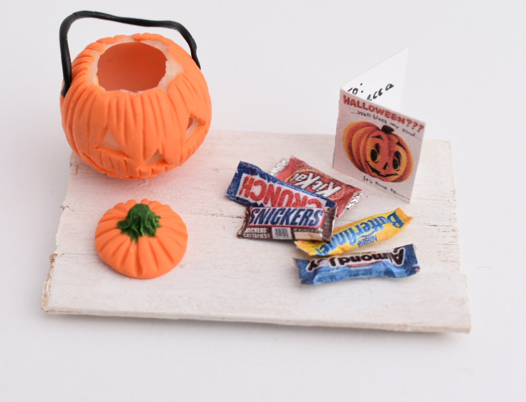 1:12 Scale Scented Glow In The Dark Jack O' Lantern Pumpkin Miniature Halloween Set