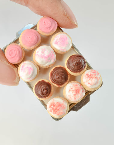 Scented 1:12 Assorted Cupcake Tray