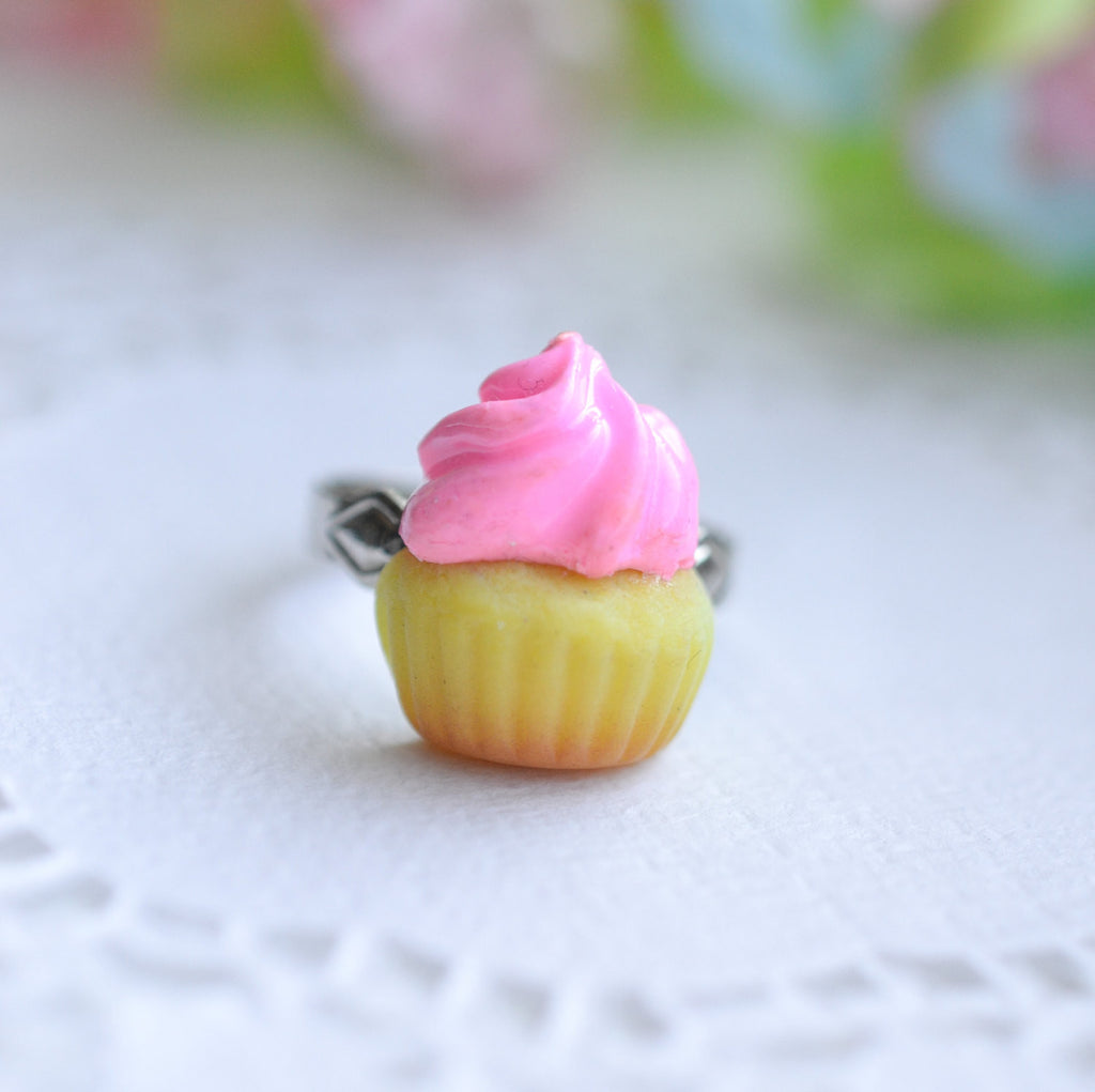 Strawberry Vanilla Cupcake Ring