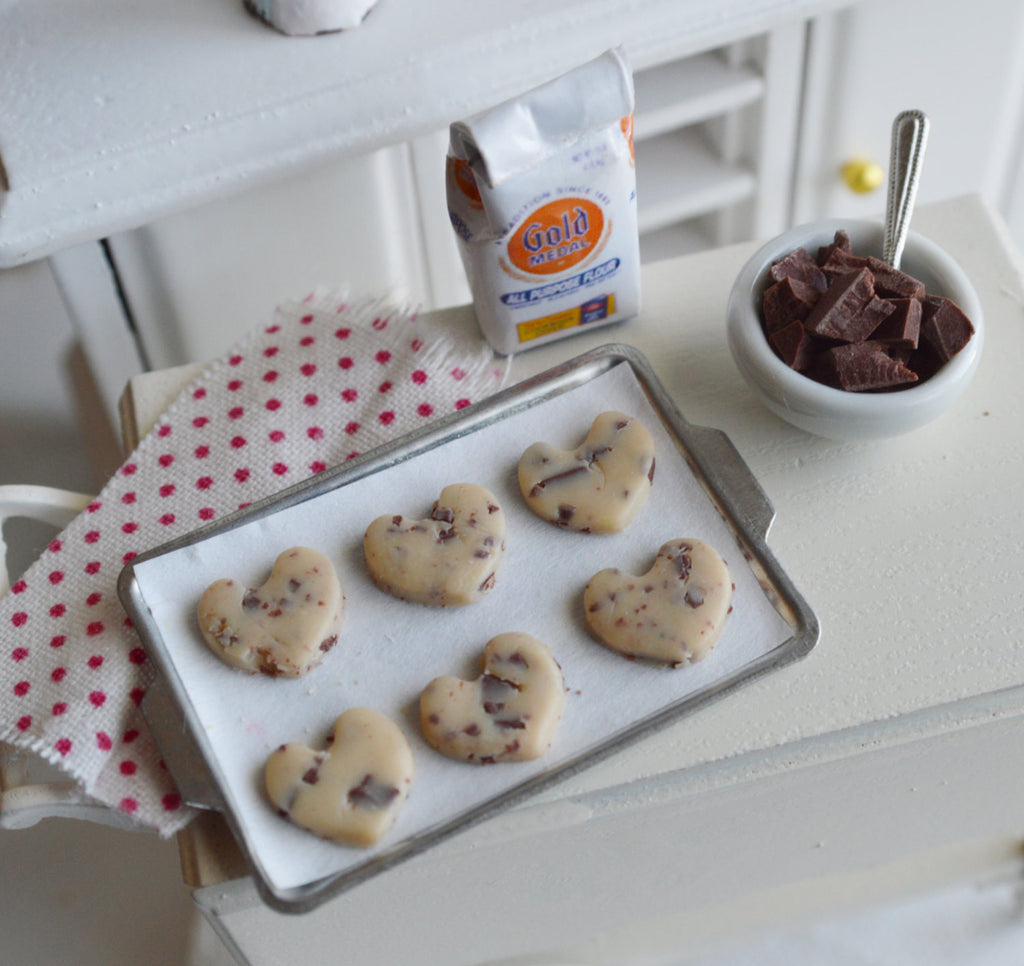 Scented 1:12 Scale Dollhouse Miniature Chocolate Chip Cookie Valentine's Day Baking Set
