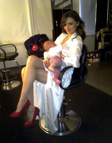 Miranda-Kerr-nursing-baby-at-Victoria_s-Secret-shoot