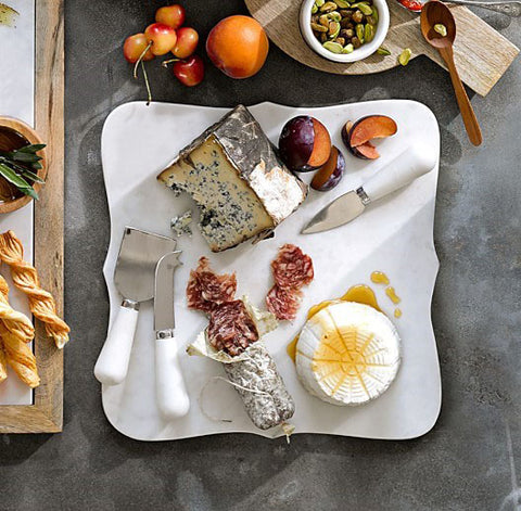 Williams Sonoma Scalloped White Marble Cheese Bard