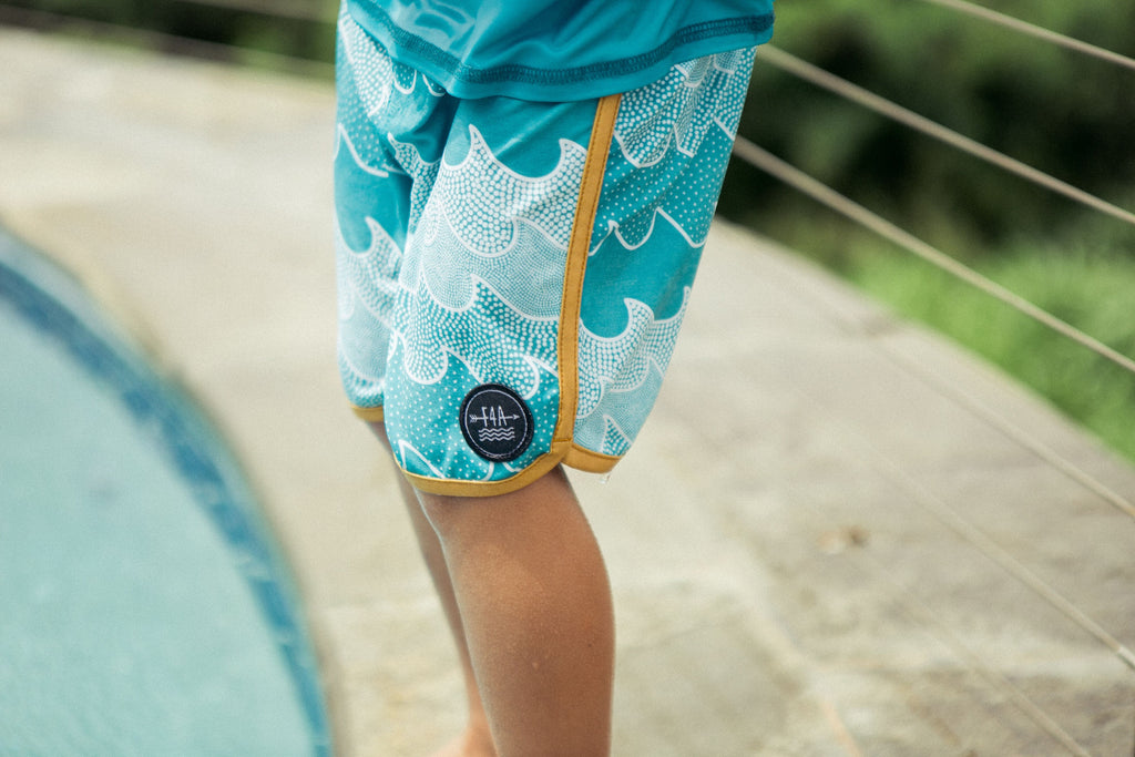 Feather 4 Arrow Cosmic Waves Scallop Boardshort