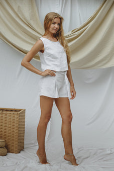 Mia Shorts in white linen