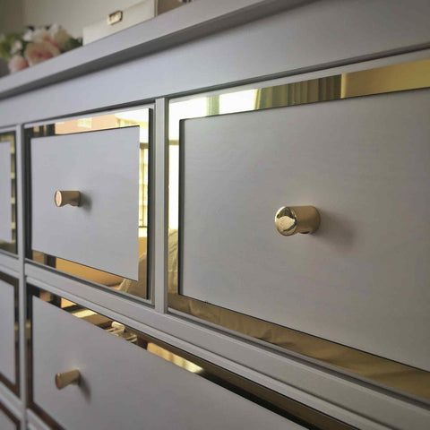 Styl-Panel 1123 paired with brass Totem handles