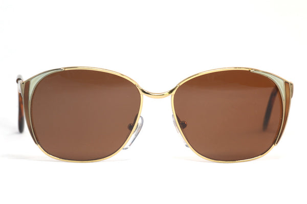 Front view of daisy vintage sunglasses