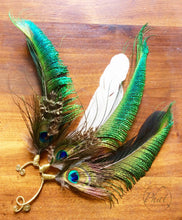 Load image into Gallery viewer, Peacock Feather Earcuff