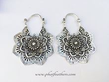 Load image into Gallery viewer, Big Flower Earrings