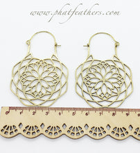Load image into Gallery viewer, Big Snowflake Earrings