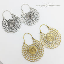 Load image into Gallery viewer, Spiderweb Earrings