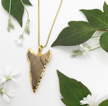 Load image into Gallery viewer, Stone Arrowhead Necklace