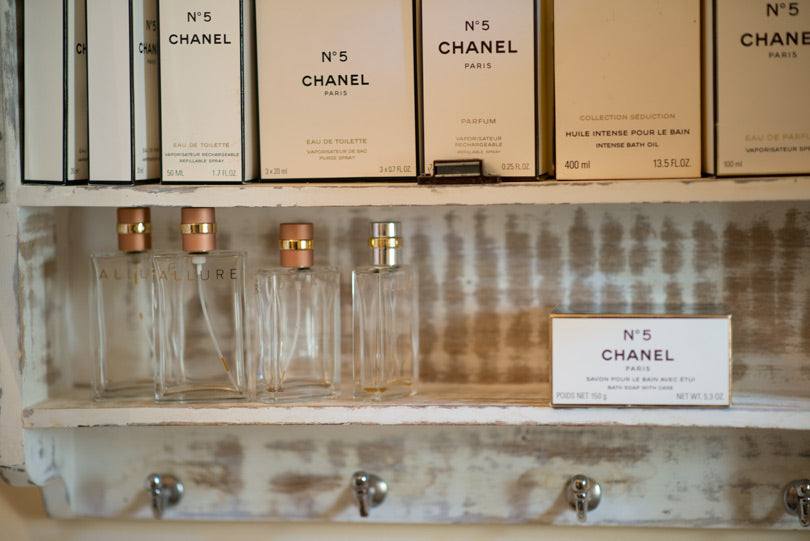 chanel-no5-perfume-bottles-display