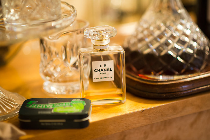 janice-chanel-no5-perfume-collector