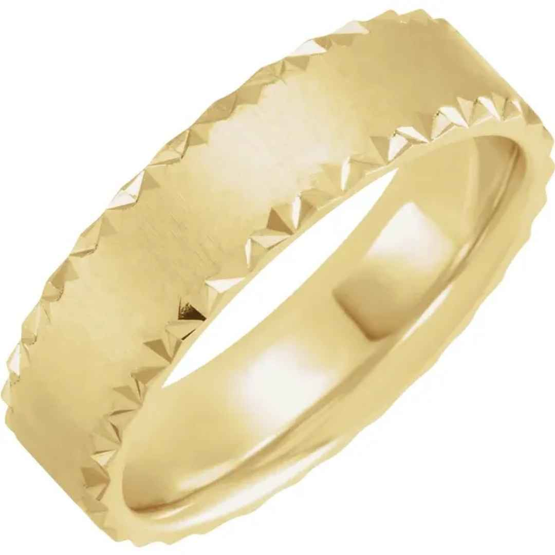 Men's yellow gold scalloped wedding ring