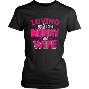 Loving My Life As Mommy And Wife Married Moms Proud Parent & Wife Women T-Shirt