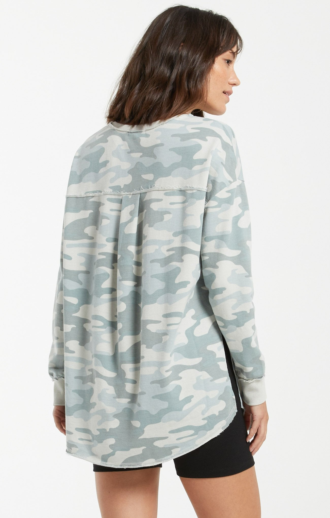 DUSTY CAMO V-NECK WEEKENDER - Penny Lane Boutique